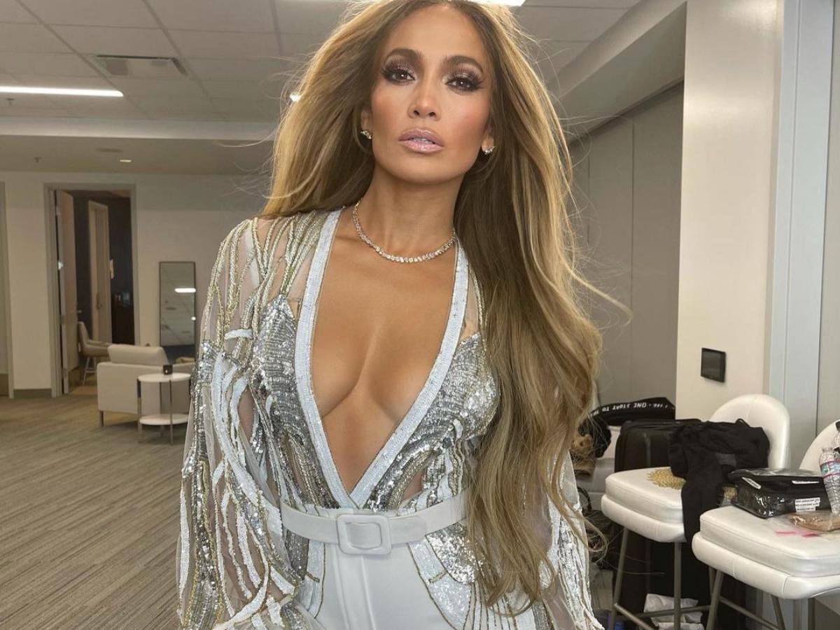 H εκρηκτική εμφάνιση της Jennifer Lopez στο Vax Live