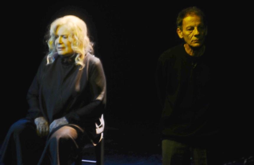 """Στα χέρια βασανιστών η τραγουδίστρια Καίτη Ντάλη: """"Με σάπισαν στο ξύλο, μου πήραν τα χρήματα μιας ολόκληρης ζωής"""""""