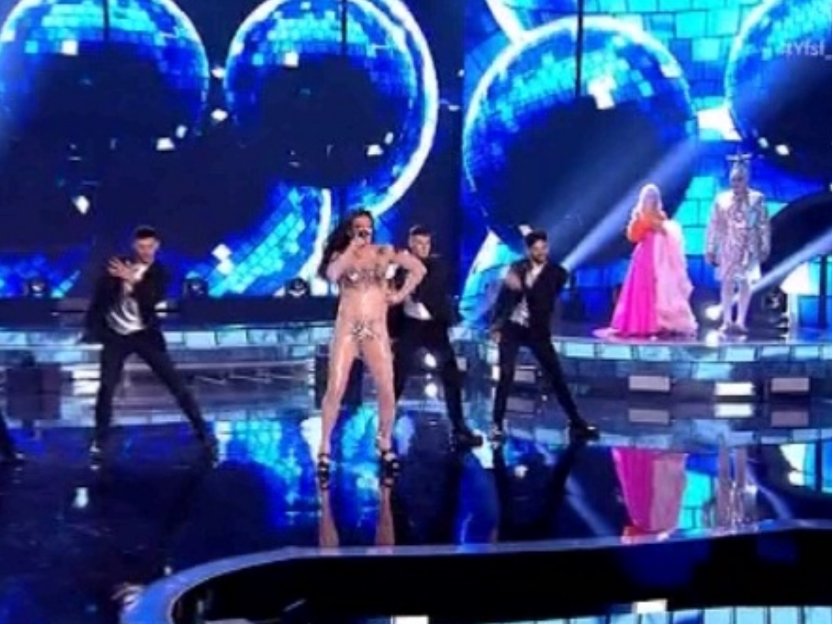 YFSF: Ο Θανάσης Αλευράς εμφανίστηκε ως Ελένη Φουρέιρα και τραγούδησε το Dancing Lasha Tumbai