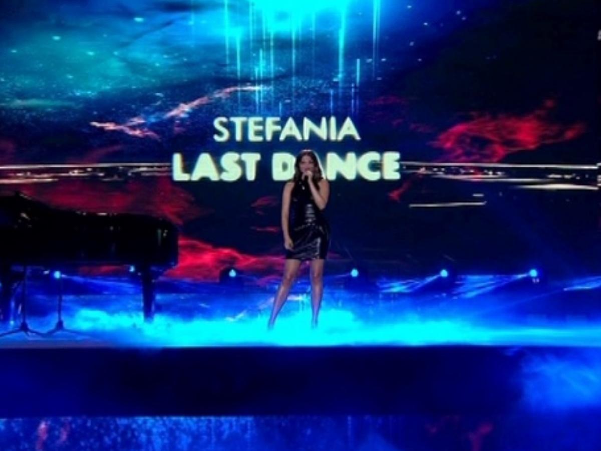 YFSF: Η φετινή εκπρόσωπος της Eurovision Στεφανία Λυμπερακάκη εμφανίστηκε στη σκηνή του show
