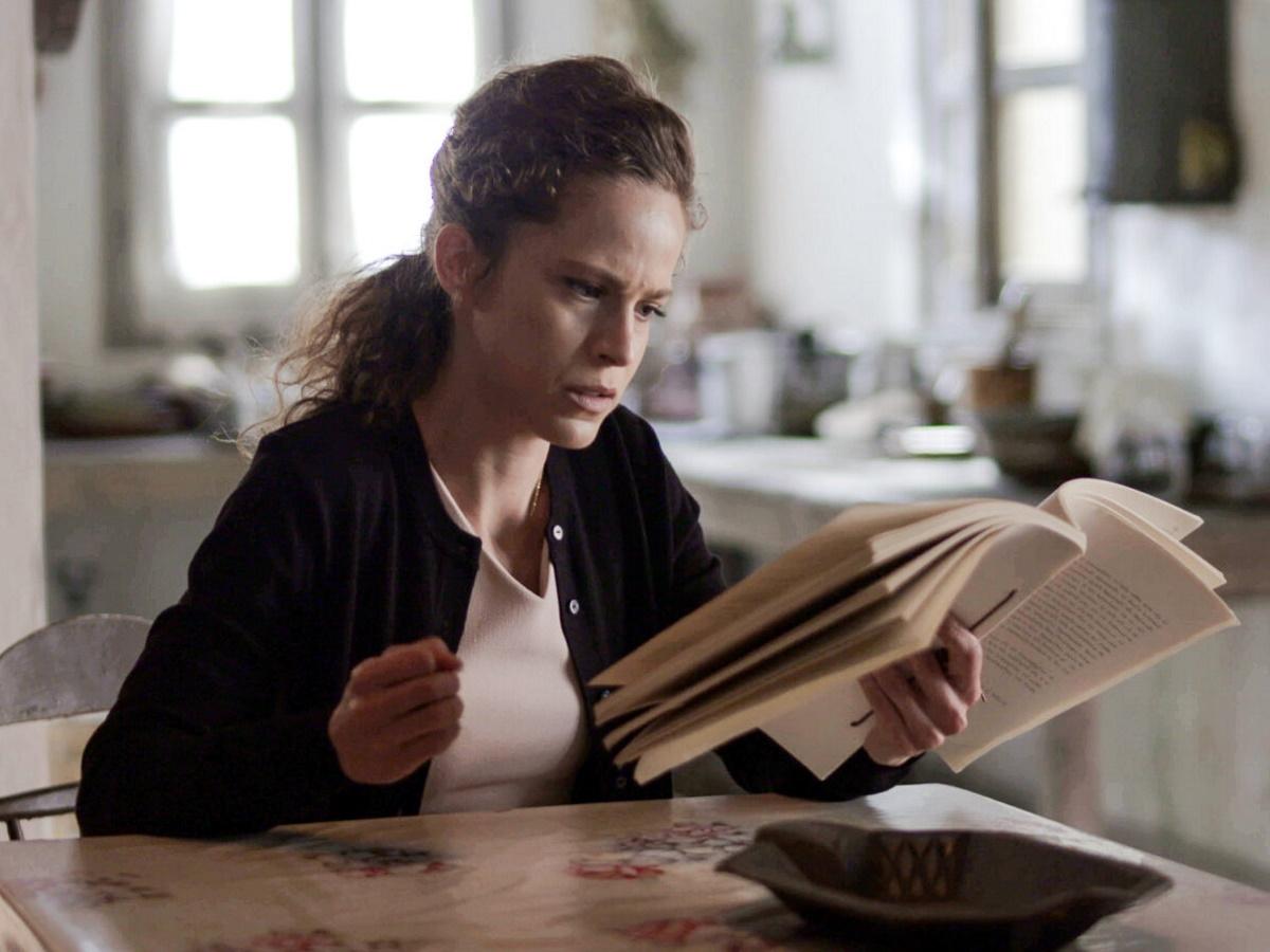 Άγριες Μέλισσες: Τι θα δούμε την Πέμπτη – Η Ασημίνα σοκάρεται διαβάζοντας το βιβλίο του Νικηφόρου που περιγράφει το φόνο