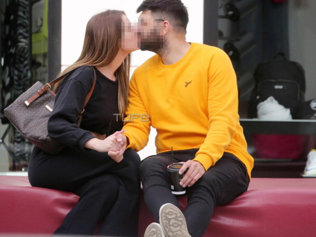 Καυτά φιλιά στο κέντρο της Γλυφάδας για ζευγάρι της ελληνικής showbiz
