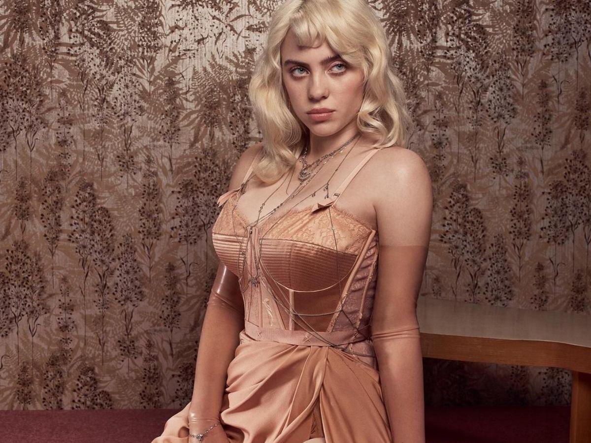 Billie Eilish: Ποζάρει με εσώρουχα στο εξώφυλλο της Vogue και είναι αγνώριστη