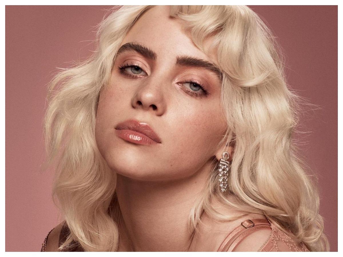 Η Billie Eilish παραδέχτηκε πως φορούσε περούκα για πολύ καιρό πριν μας αποκαλύψει το νέο της χρώμα