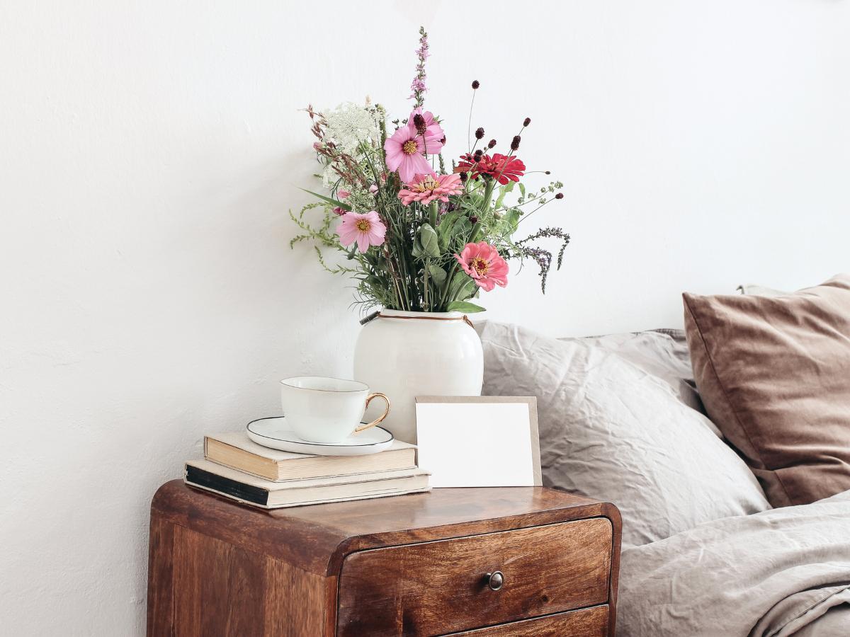 """Φλοράλ: Όταν τα λουλούδια βγαίνουν από το βάζο και """"ντύνουν"""" το σπίτι σου"""