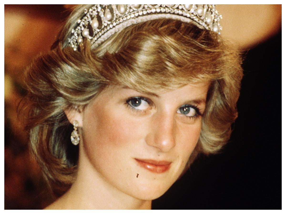 Αυτή η TikToker είναι ίδια με την πριγκίπισσα Νταϊάνα σε αυτό το hair tutorial