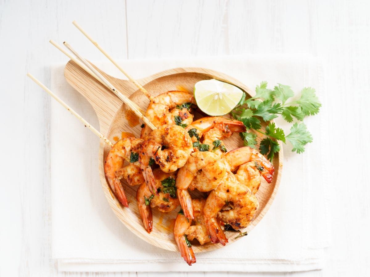 Συνταγή για λεμονάτες γαρίδες με τζίντζερ σε καλαμάκι
