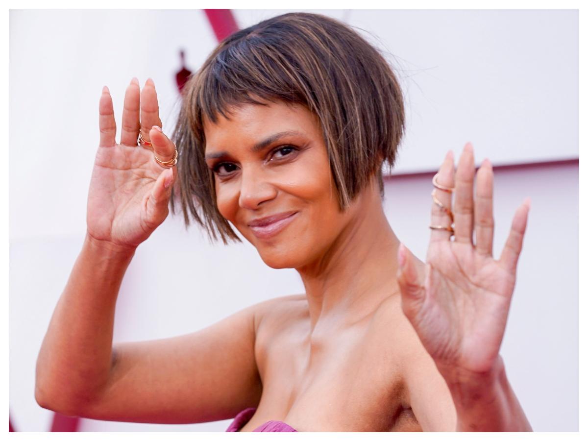 Η Halle Berry είπε πως το κούρεμά της στα 'Οσκαρ ήταν ένα… αστείο!