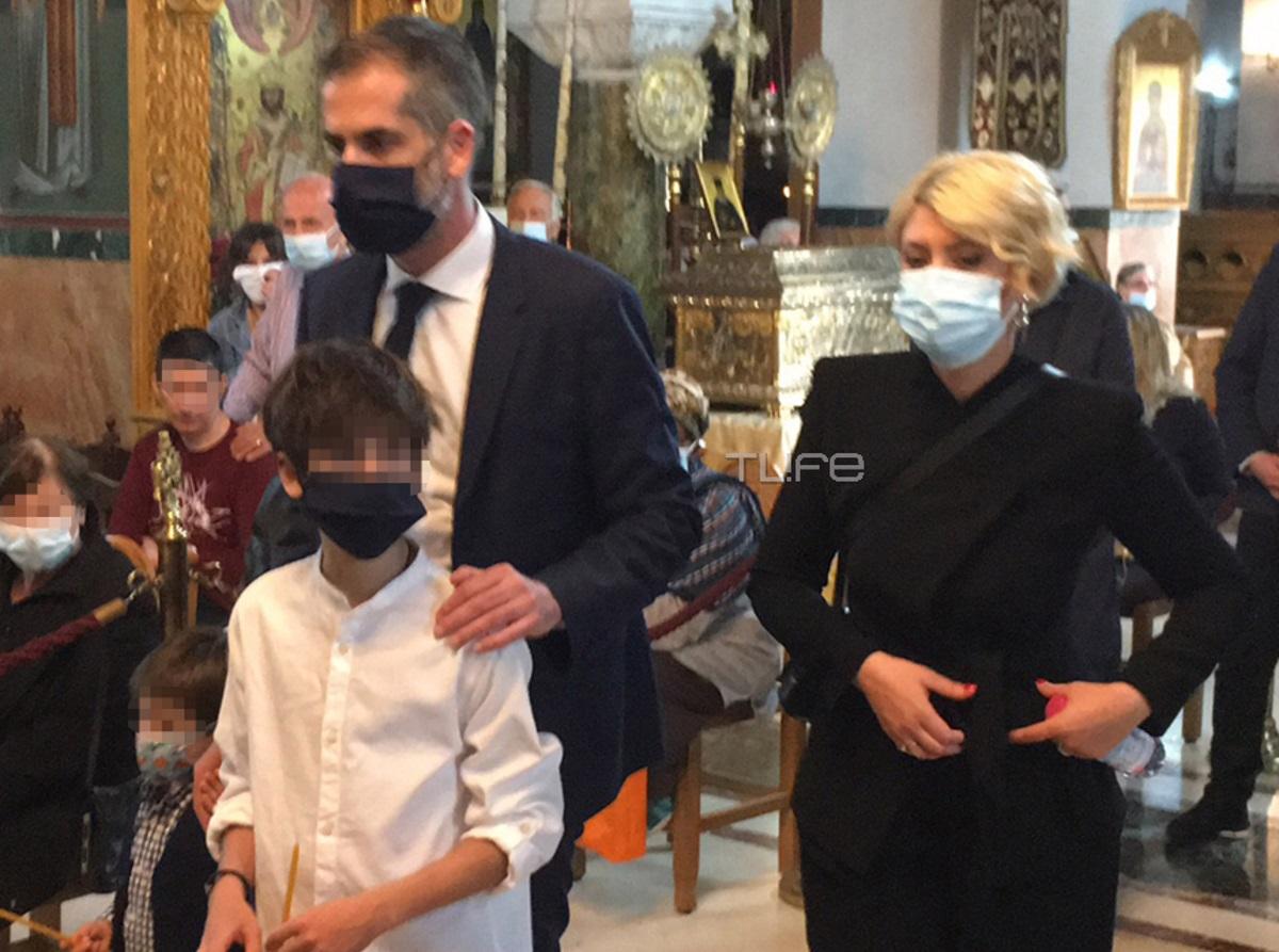 Κώστας Μπακογιάννης – Σία Κοσιώνη: Στην ακολουθία του Επιταφίου μαζί με τα παιδιά τους