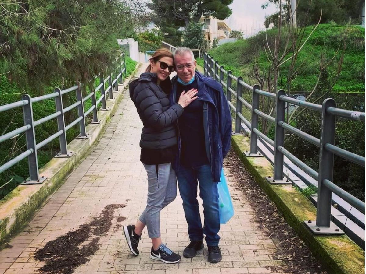 Nίκος Μάνεσης: Η σπάνια οικογενειακή φωτογραφία που δημοσίευσε η σύζυγός του Φαίη Μαυραγάνη