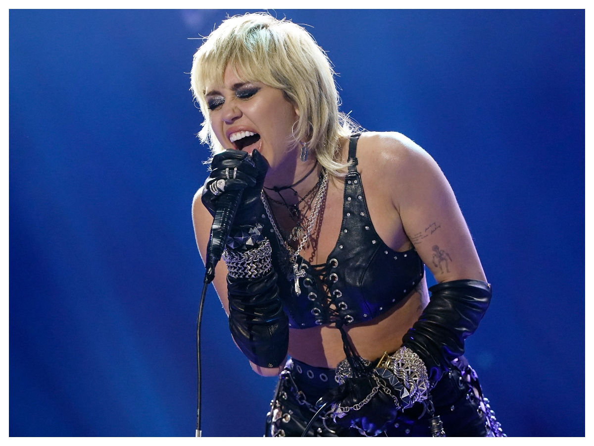 The Miley Cyrus effect! Όλοι στο TikTok κόβουν τις κοτσίδες τους για να αποκτήσουν τα μαλλιά της Miley Cyrus