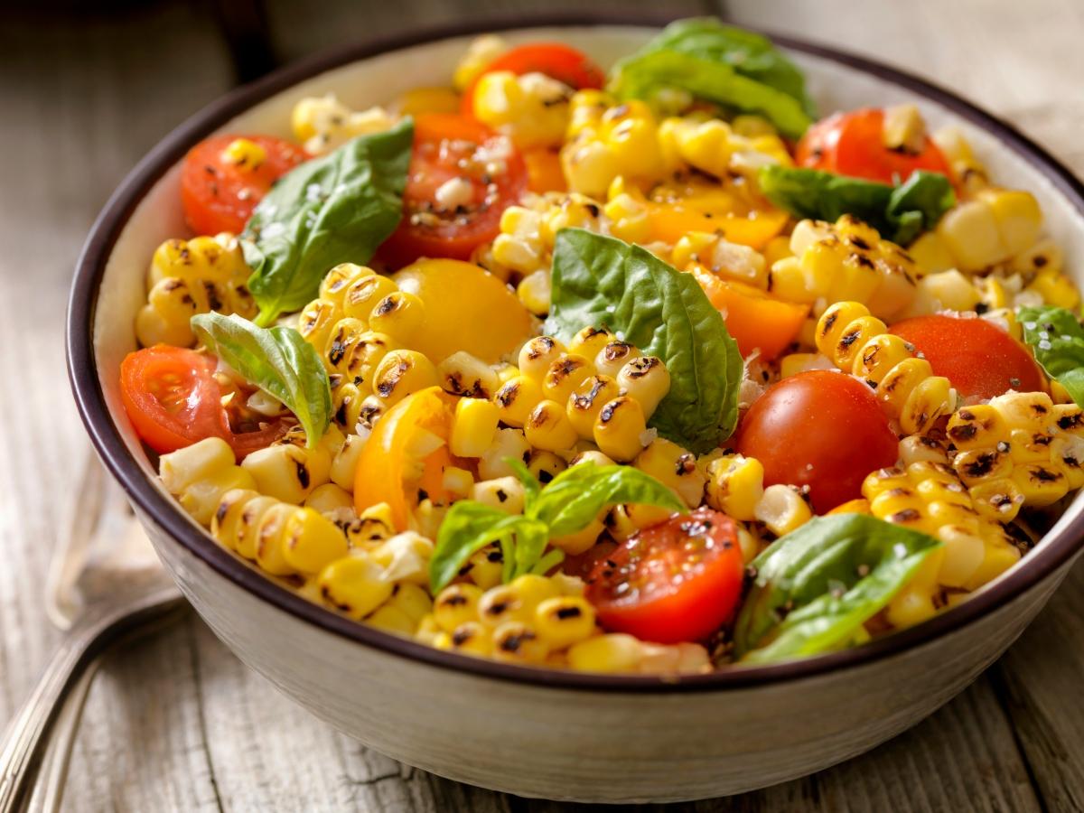 Συνταγή για σαλάτα με καλαμπόκι και ντοματίνια