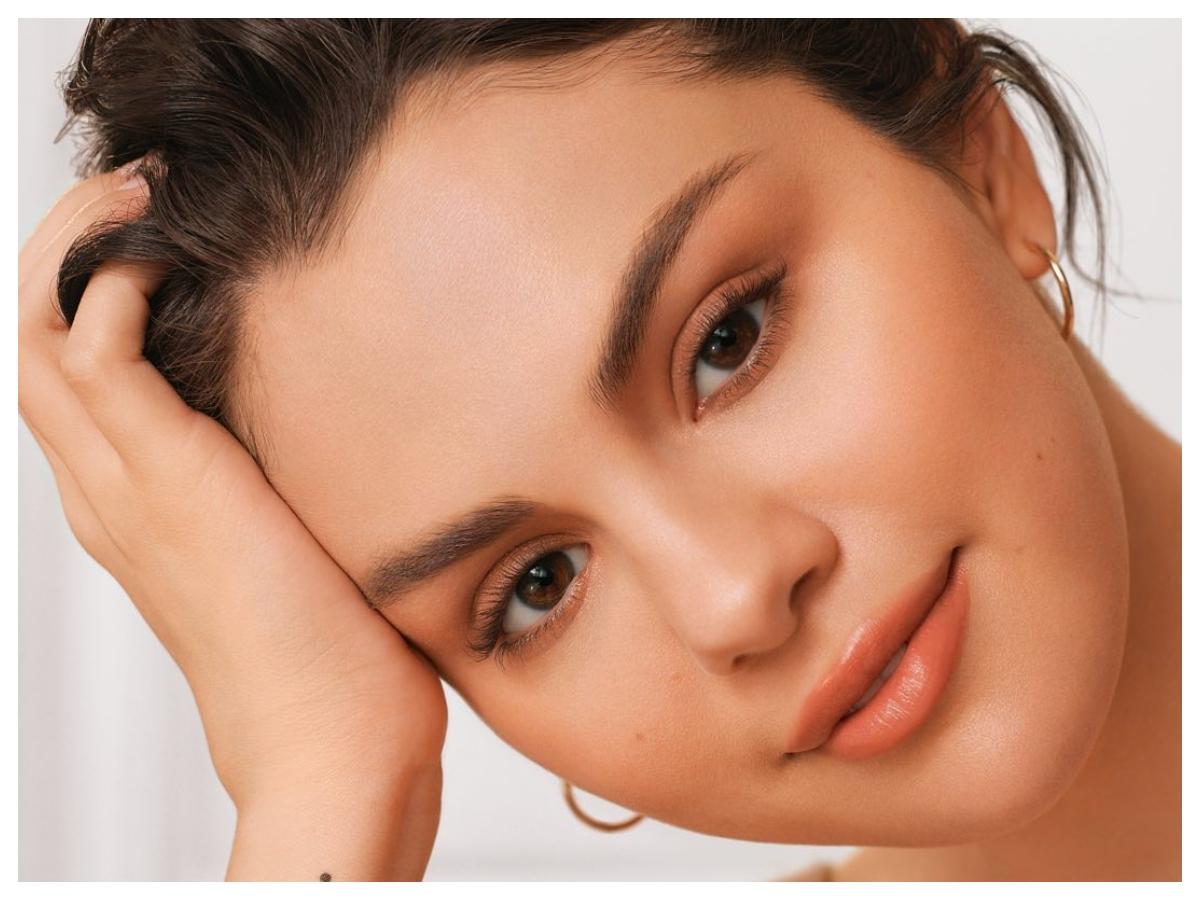 Το γαλλικό μανικιούρ της Selena Gomez έχει μια υπέροχη λεπτομέρεια