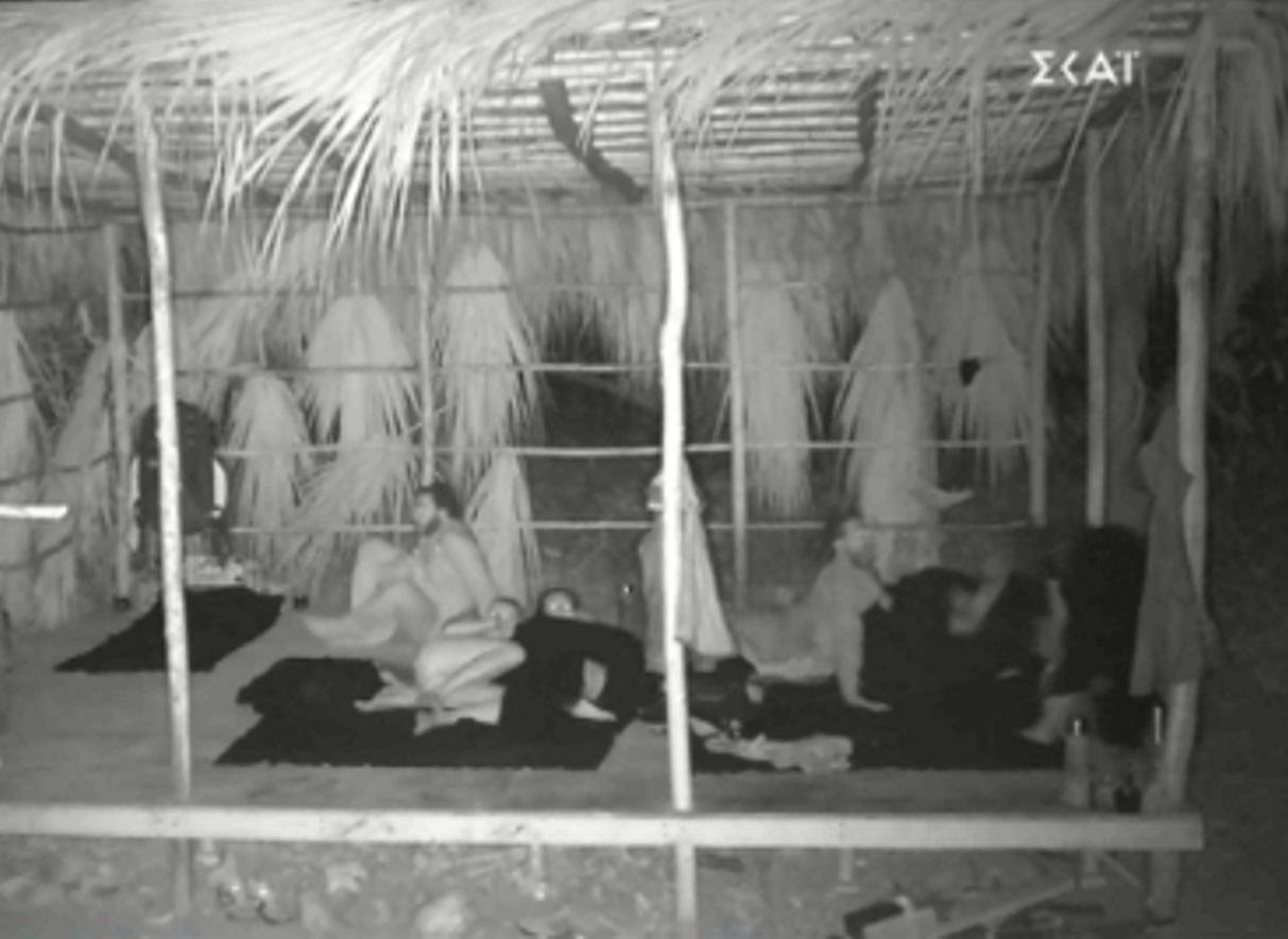 Survivor: Τρόμος στην καλύβα από την επίσκεψη ενός βατράχου – Δάκρυσε από τα γέλια το twitter