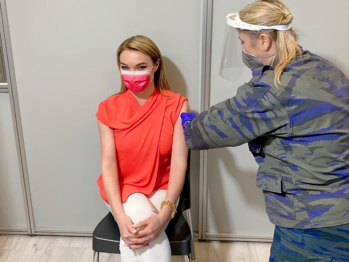 Τατιάνα Στεφανίδου: Έκανε… χαμογελώντας το εμβόλιο για τον κορονοϊό