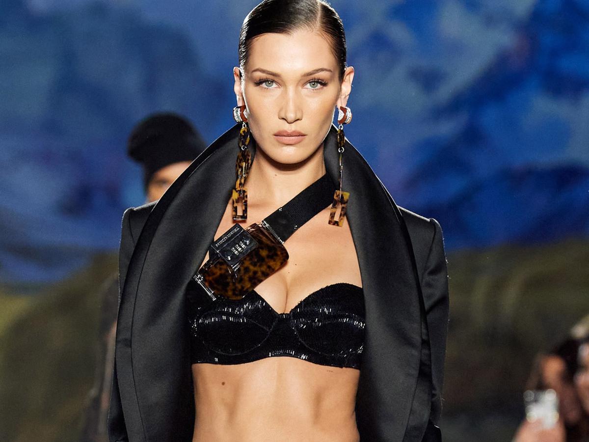 H Βella Hadid μετατρέπει ένα casual ντύσιμο σε sexy με αυτό το styling tip