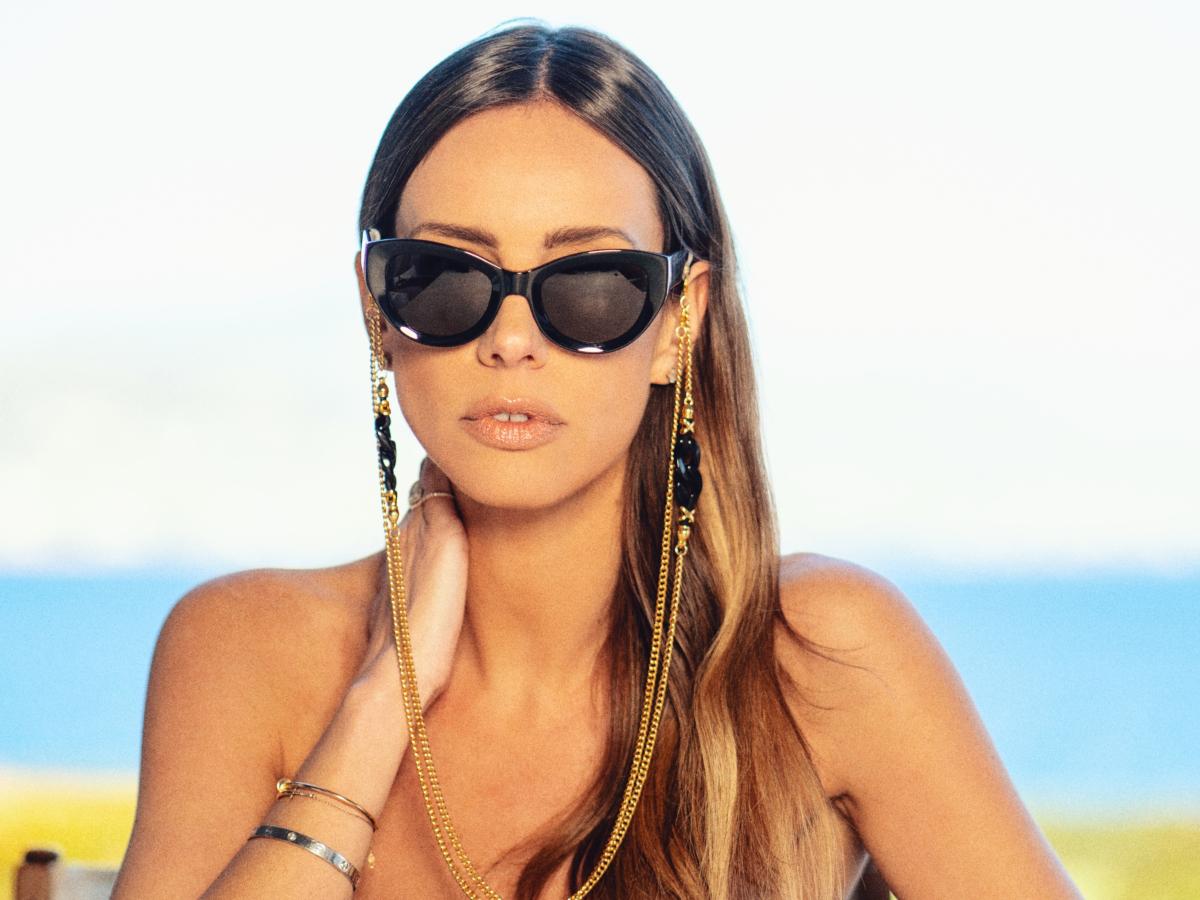 Πως είναι τα γυαλιά που σχεδιάζει μία επιτυχημένη influencer