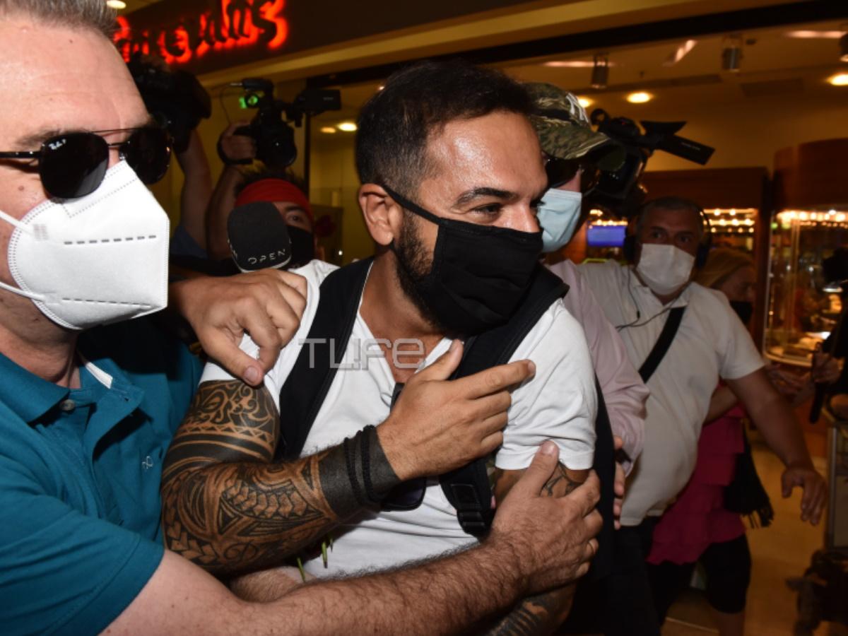 Survivor – Τριαντάφυλλος: Επέστρεψε στην Ελλάδα – Πανικός στο αεροδρόμιο με τους θαυμαστές του