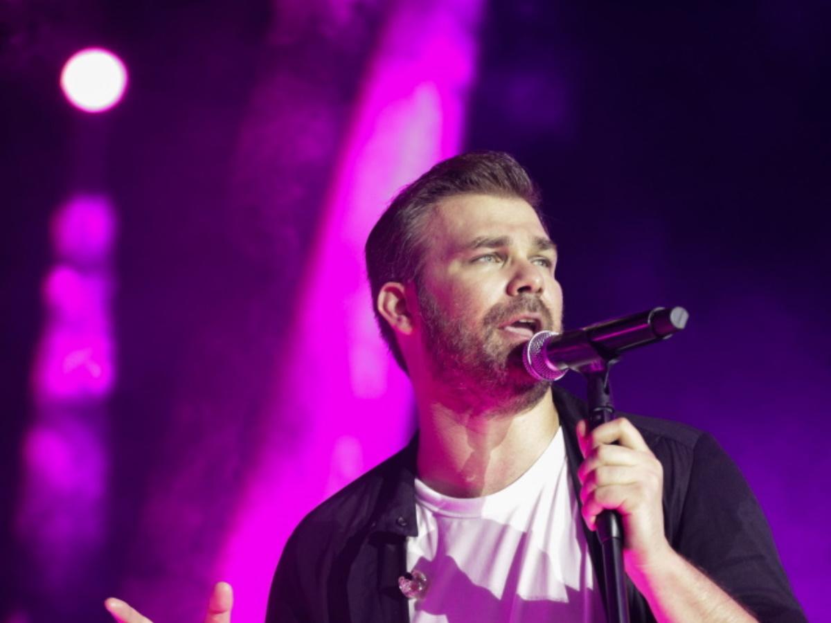 Γιώργος Σαμπάνης: Μάγεψε το κοινό στη Θεσσαλονίκη – Sold out η πρώτη μεγάλη συναυλία του στο Θέατρο Γης