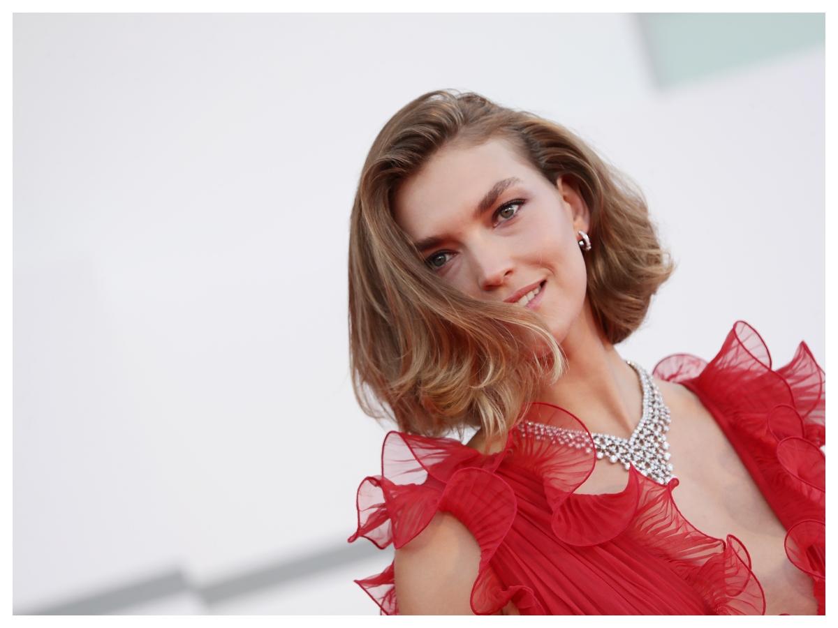 Το top model Arizona Muse έκανε το πιο hot κούρεμα της σεζόν (και τώρα το σκεφτόμαστε κι εμείς)