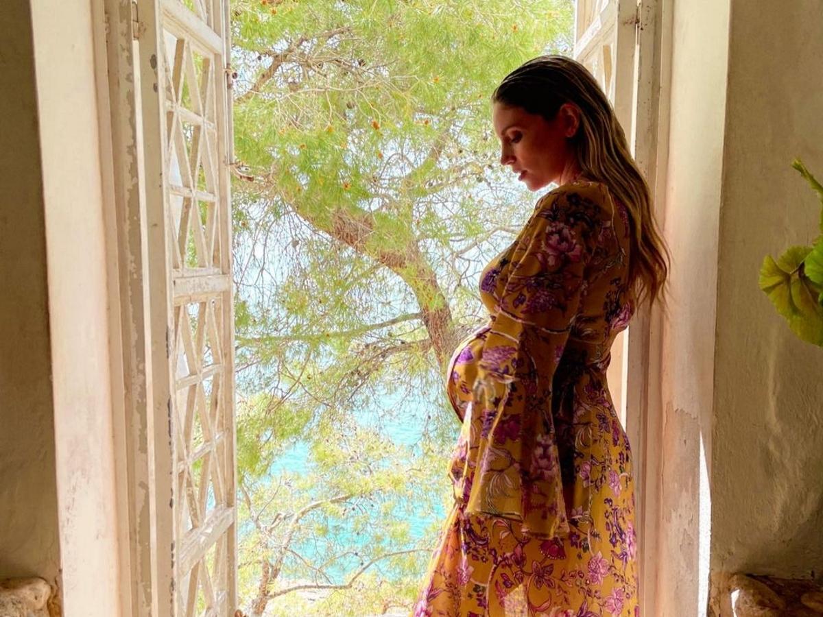 Αθηνά Οικονομάκου: Η πρώτη φωτογραφία με τη νεογέννητη κόρη της