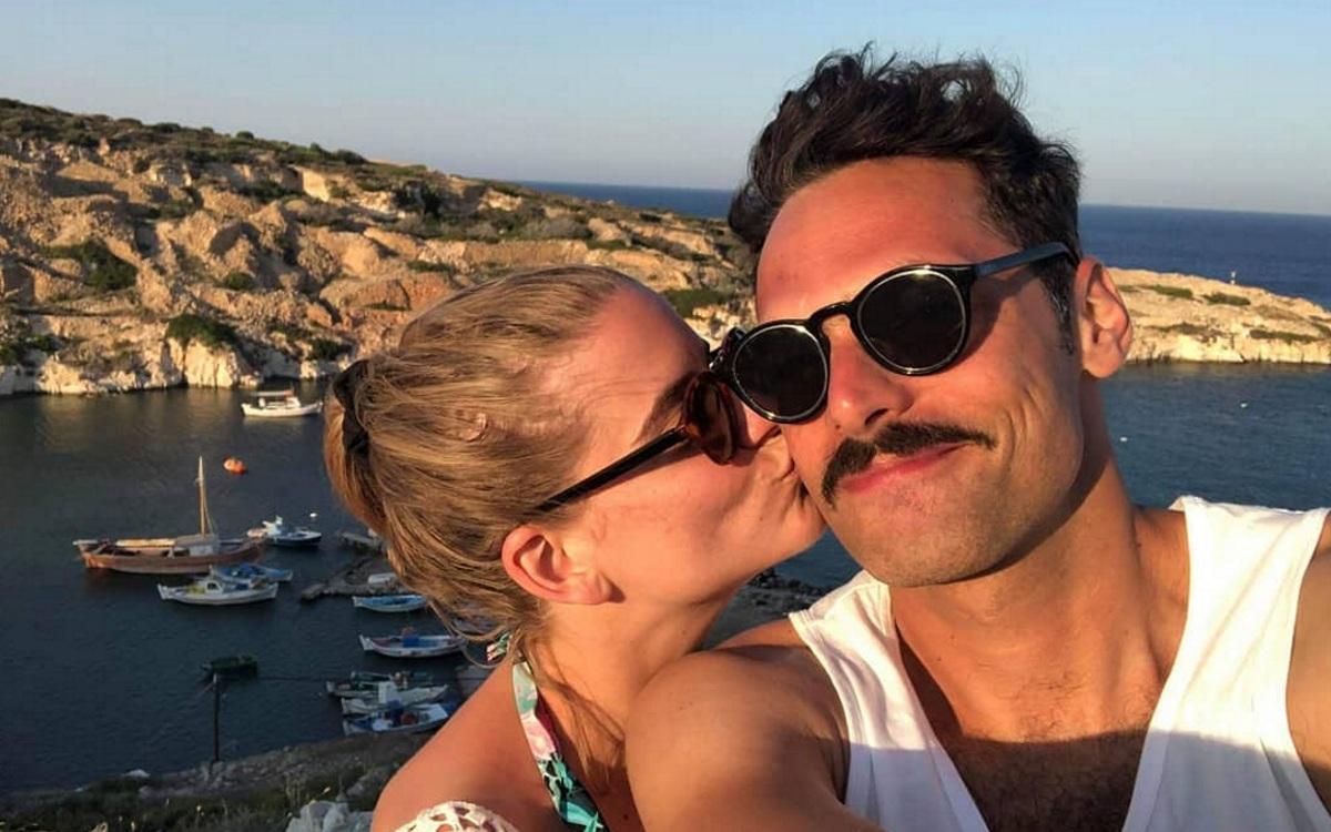 Δανάη Μιχαλάκη – Γιώργος Παπαγεωργίου: Θεατρική έξοδος για το ερωτευμένο ζευγάρι λίγο πριν το γάμο