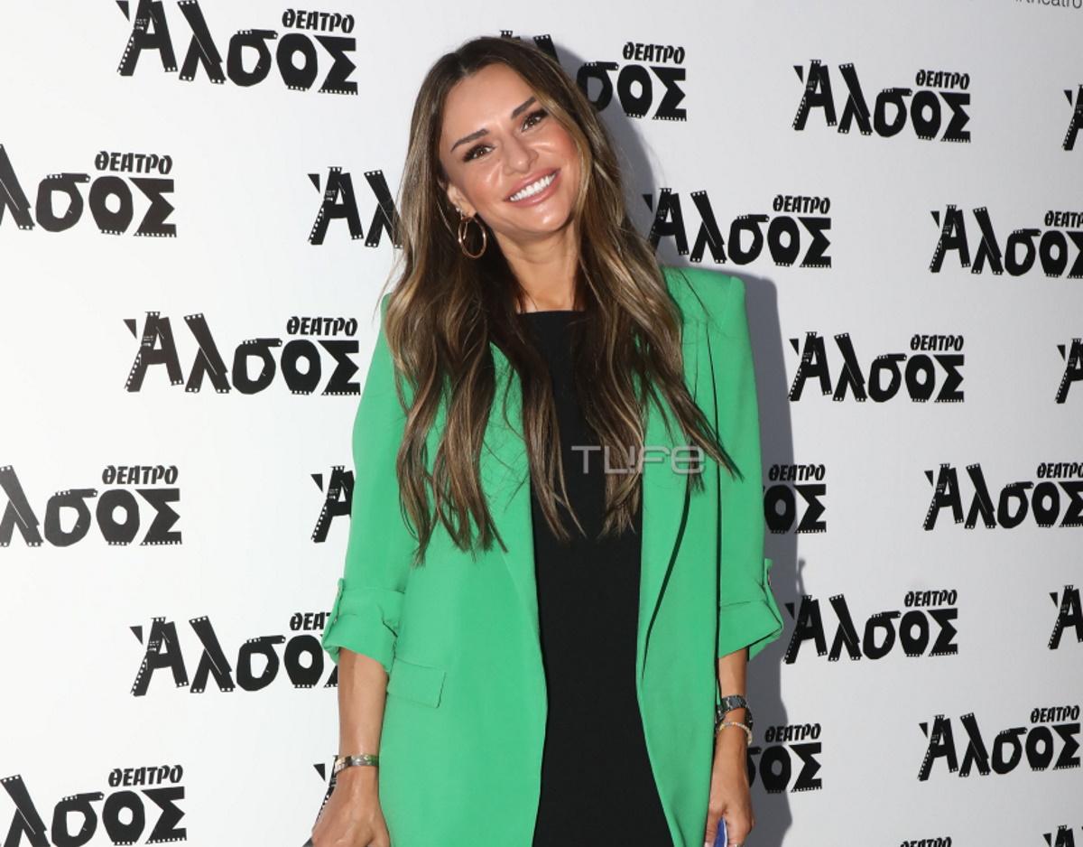 Ελένη Τσολάκη: Βραδινή έξοδος στο θέατρο, λίγο πριν από την τηλεοπτική επιστροφή