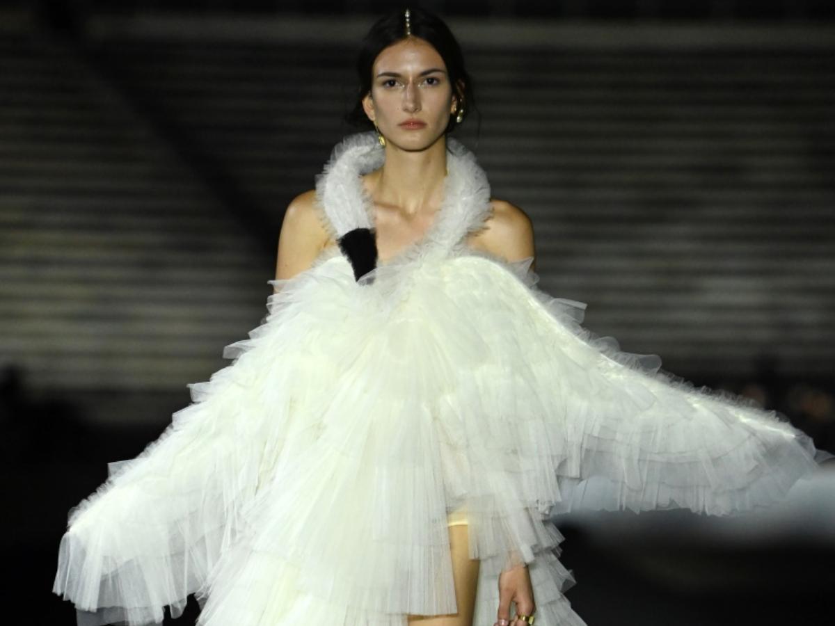 Από ποια εμπνεύστηκε το φόρεμα κύκνο για το φινάλε; Όχι, δεν είναι η Βjork