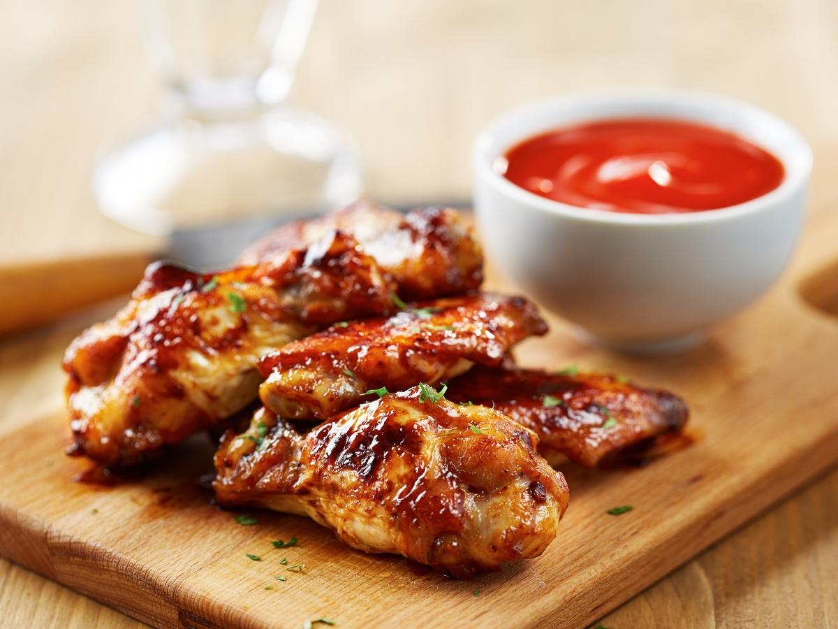 Συνταγή για πικάντικες φτερούγες κοτόπουλου με μέλι