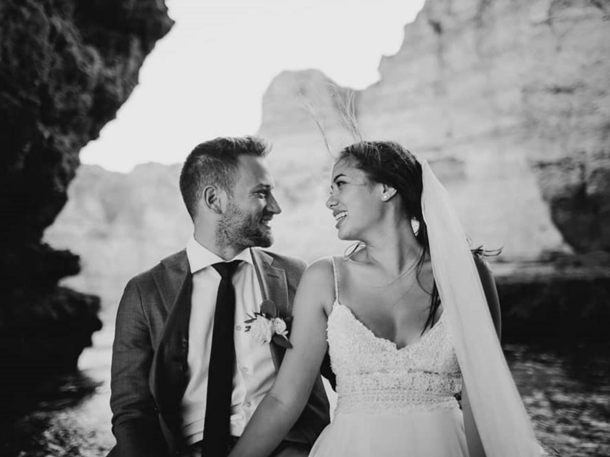 Γλυκά Νερά: Για πρώτη φορά φωτογραφίες από τον ονειρικό γάμο της Καρολάιν και του πιλότου στην Πορτογαλία