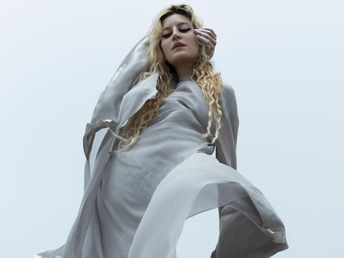 Ιώαννα Γκίκα: H Ελληνίδα τραγουδίστρια με την θεϊκή φωνή που άνοιξε το show του Dior