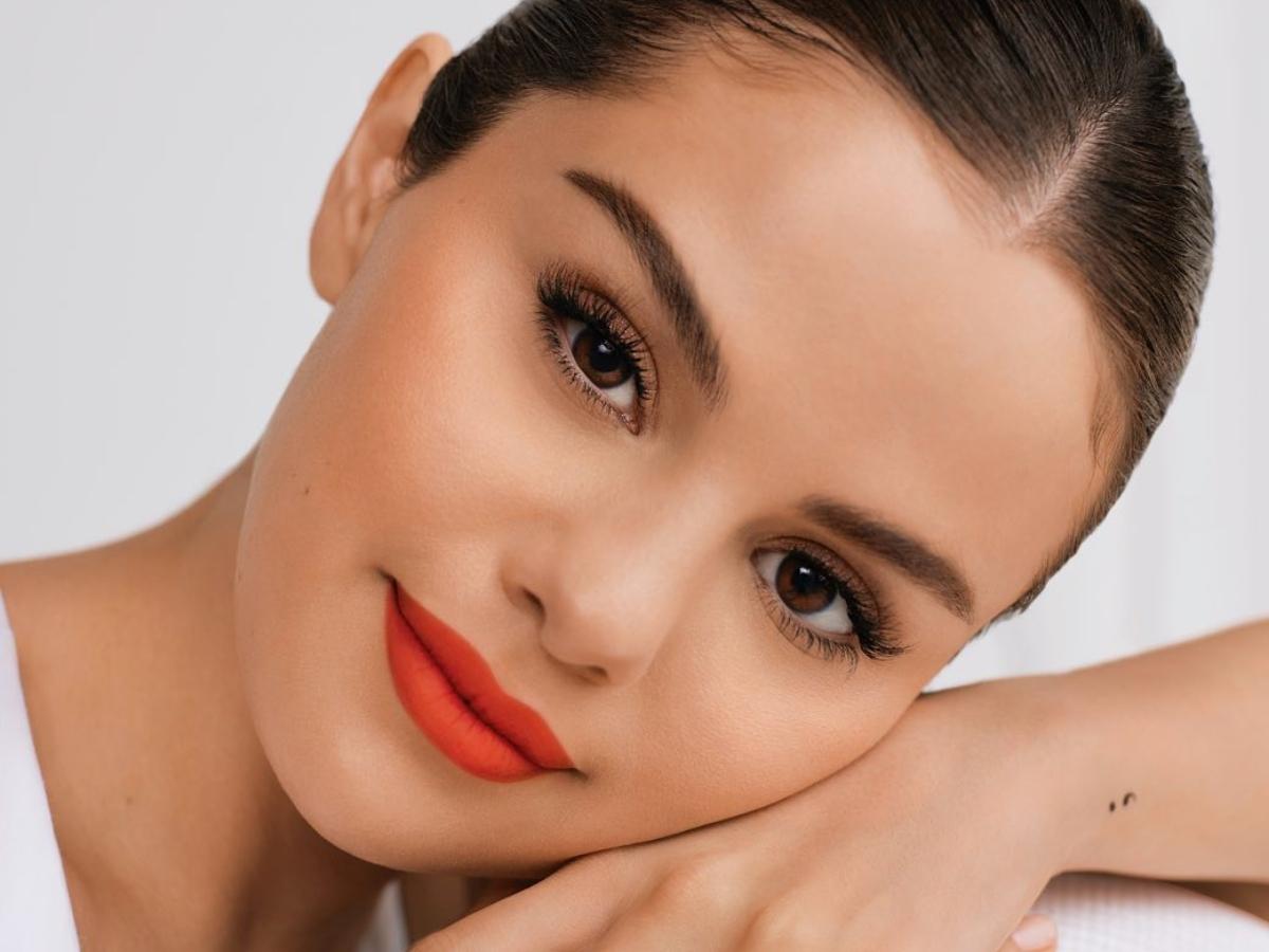Rare Beauty: Αυτή είναι η ημερομηνία που έρχονται στην Ελλάδα τα καλλυντικά της Selena Gomez