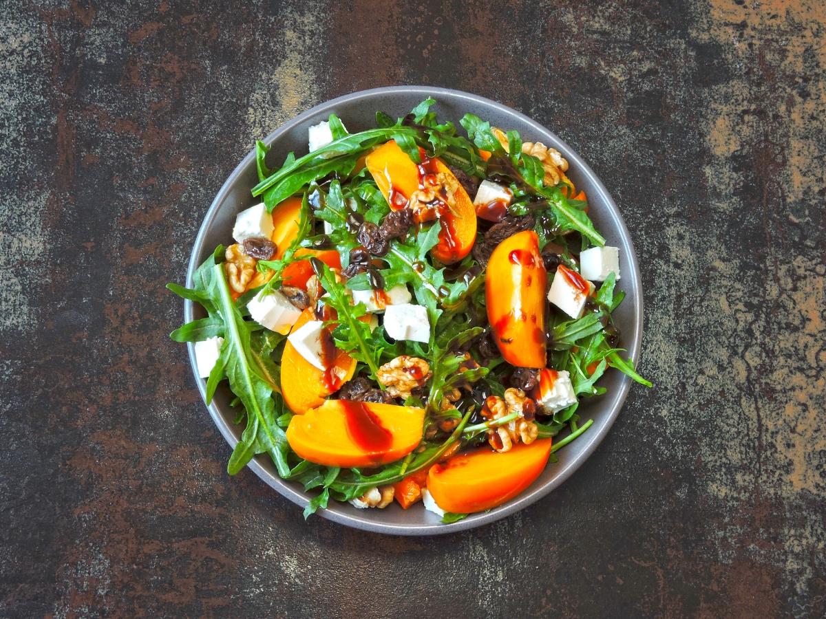 Συνταγή για πράσινη σαλάτα με ψητό ροδάκινο