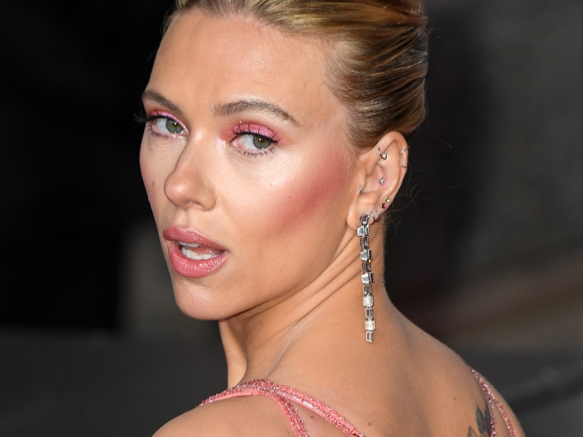 H Scarlett Johansson ετοιμάζει τη δική της εταιρεία skincare