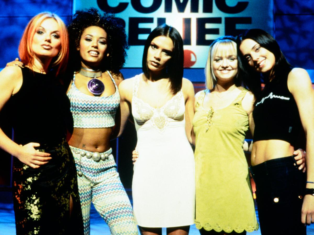 Η Victoria Beckham ενώνει ξανά τις Spice Girls στη νέα της καμπάνια