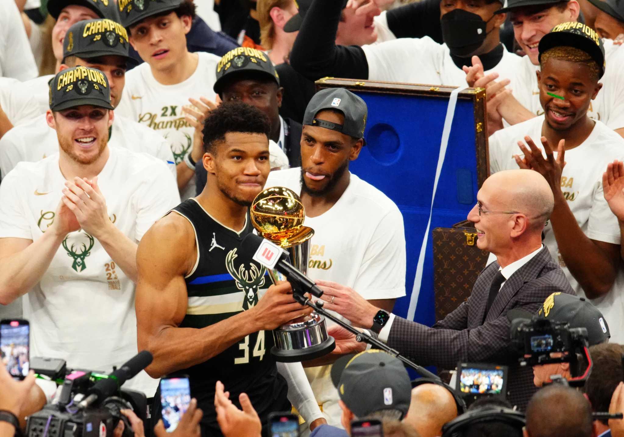 Ο Γιάννης Αντετοκούνμπο αναδείχθηκε MVP των τελικών του ΝΒΑ