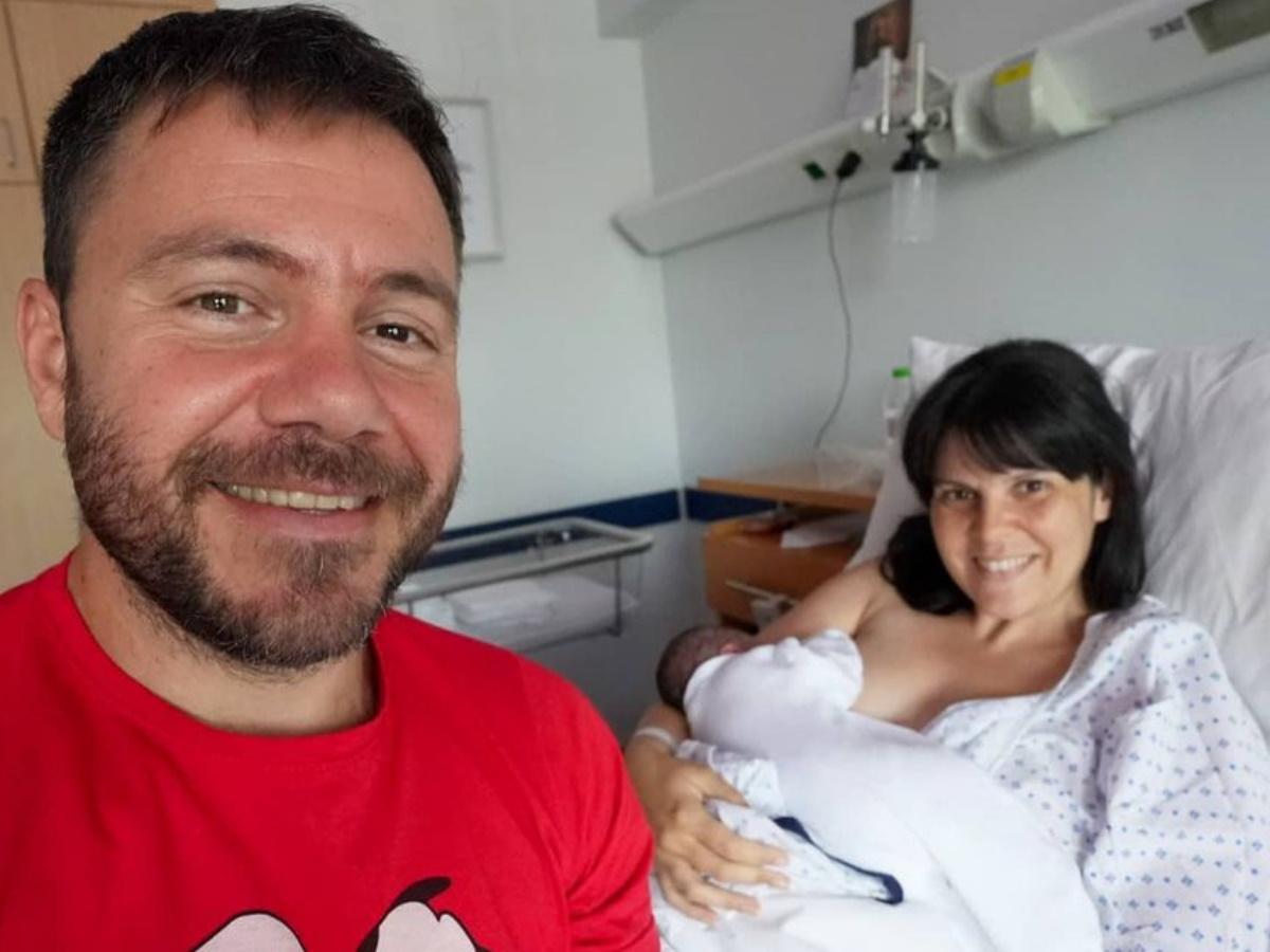 Ευτύχης Μπλέτσας – Ηλέκτρα Αστέρη: Εξιτήριο από το μαιευτήριο με τη νεογέννητη κόρη τους – Φωτογραφία