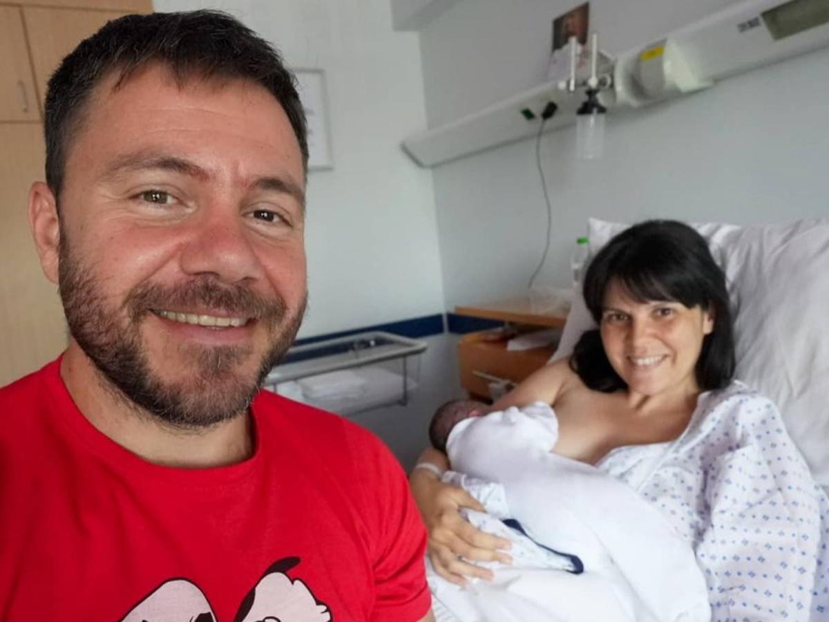 Ηλέκτρα Αστέρη: Η σύζυγος του Ευτύχη Μπλέτσα μας δείχνει τη στιγμή που θηλάζει
