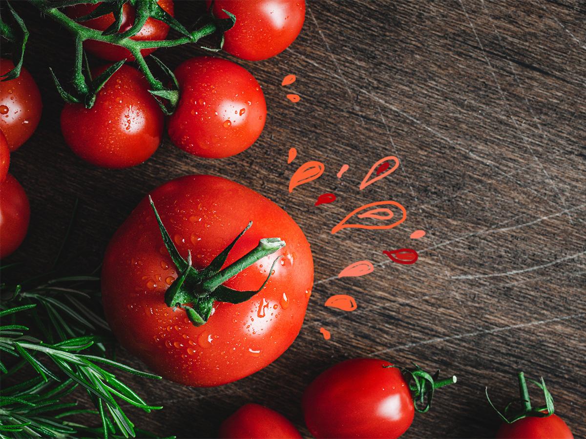 Ντομάτα: Το κατακόκκινο καλοκαιρινό φρούτο που σε αδυνατίζει (και όχι μόνο)