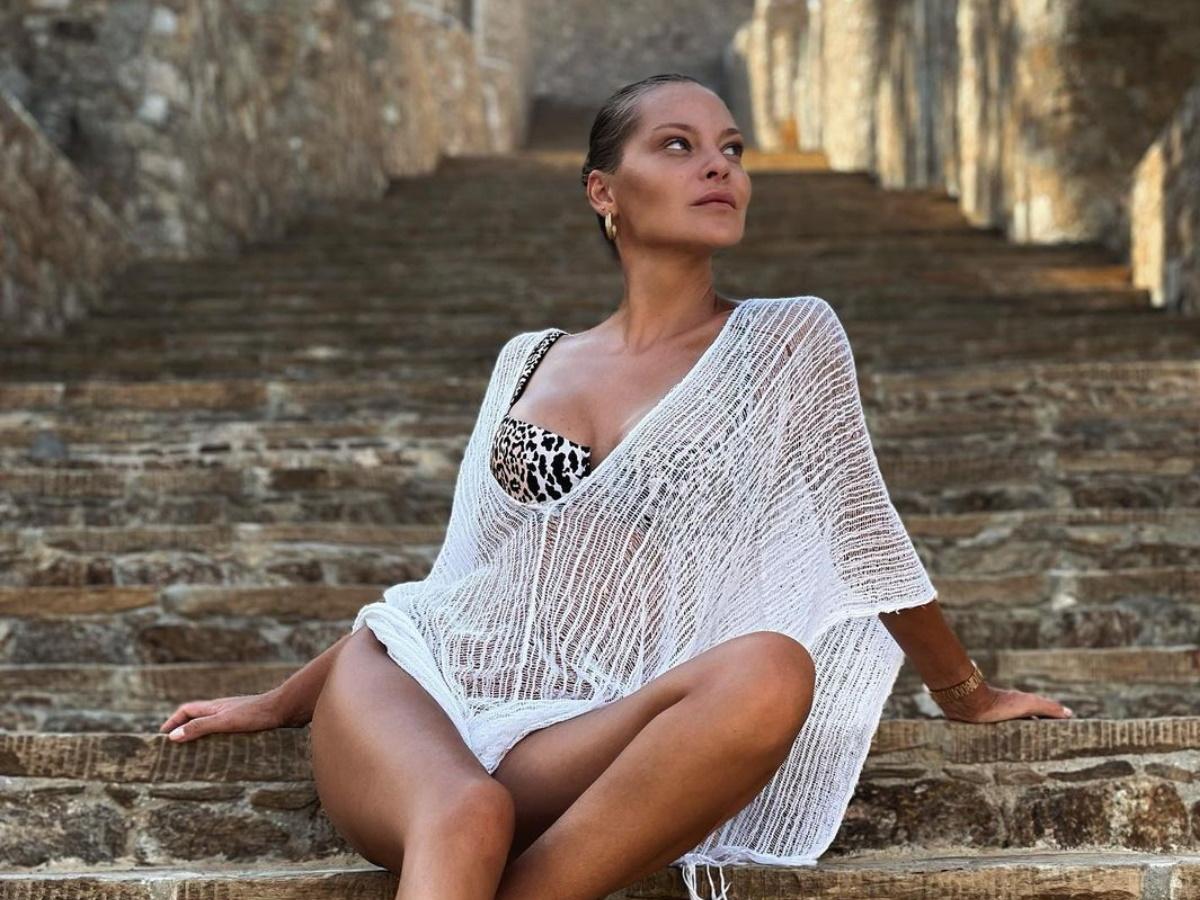 Υβόννη Μπόσνιακ: Ζει τον έρωτά της δίπλα στον Αντώνη Ρέμο – Το βίντεο με το τρυφερό φιλί