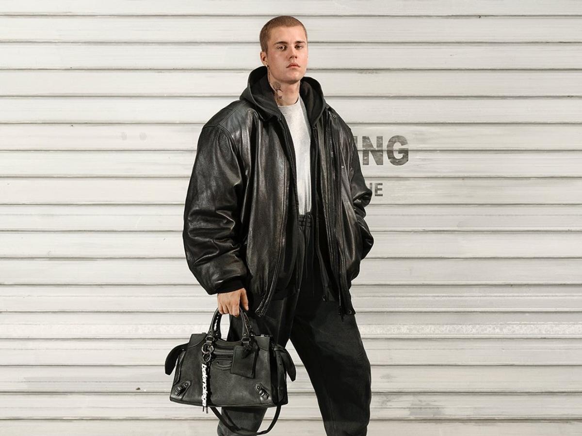 O Justin Bieber ποζάρει για τον οίκο Balenciaga