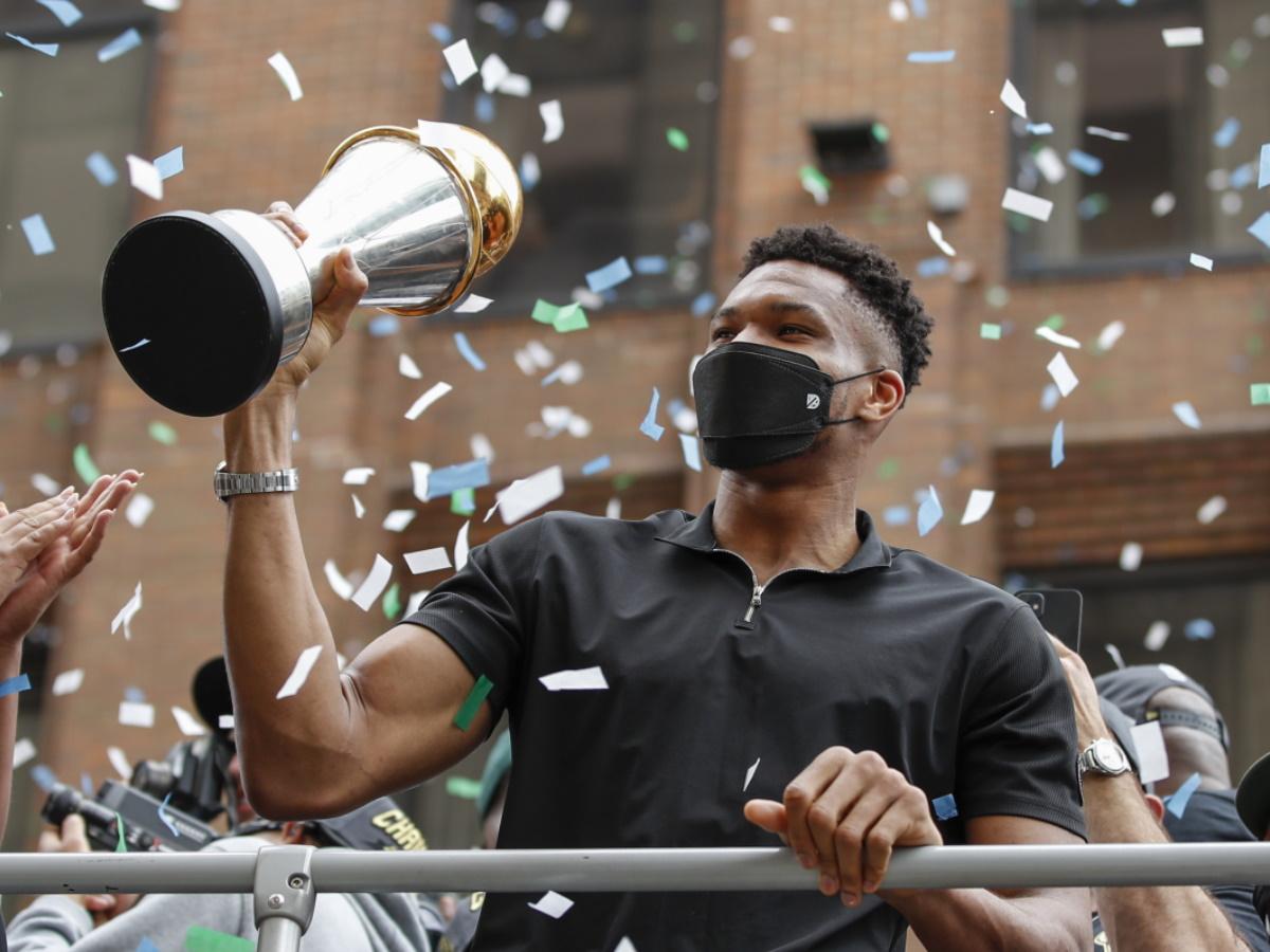 Γιάννης Αντετοκούνμπο: Επιστρέφει στην Ελλάδα με το Κύπελλο του NBA