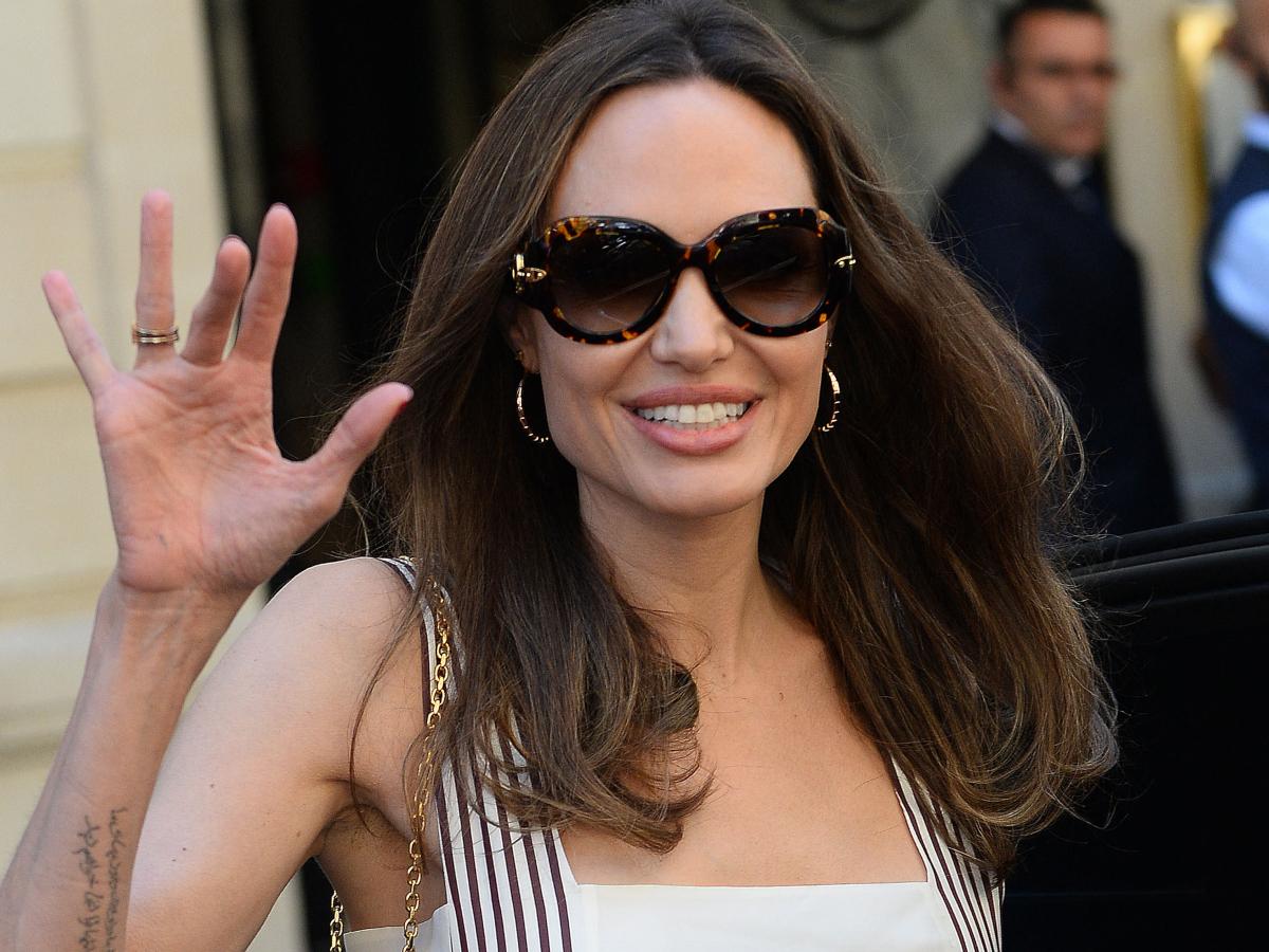 Angelina Jolie: Στο Παρίσι με urban look που μπορείς εύκολα να αντιγράψεις