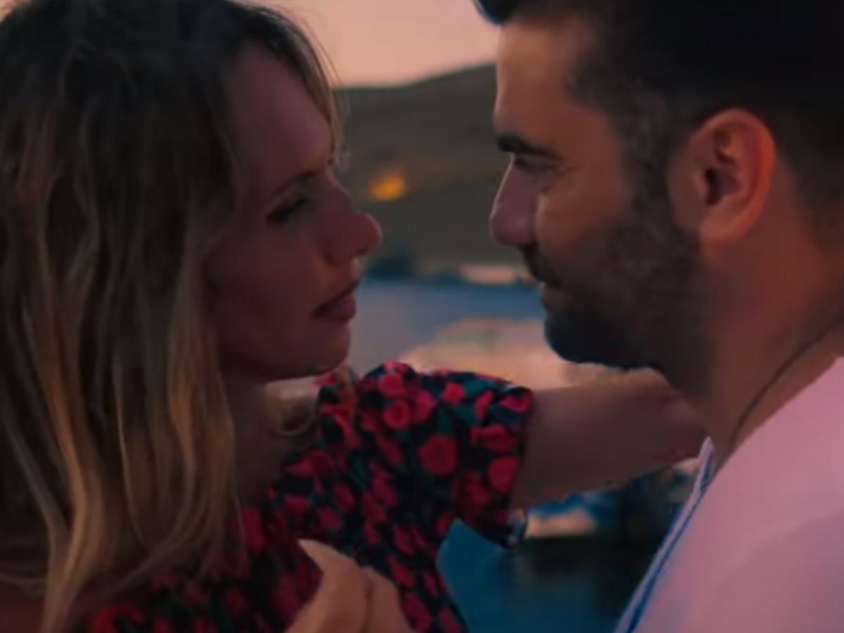 Εβελίνα Παπούλια: Ο ανεκπλήρωτος έρωτας του Θοδωρή Μαραντίνη στο νέο του videoclip