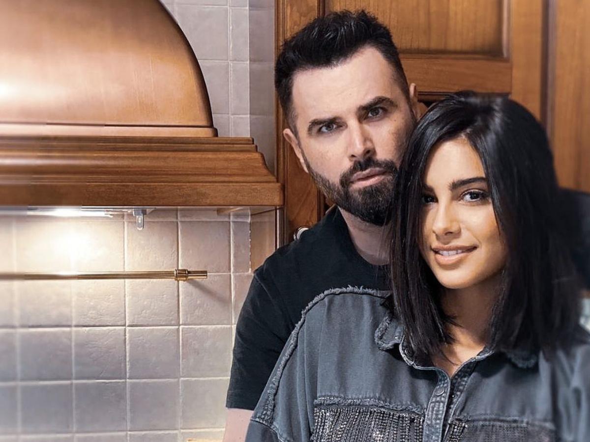 Γιώργος Παπαδόπουλος: Μας δείχνει πόσο έχει φουσκώσει η κοιλίτσα της εγκυμονούσας συντρόφου του