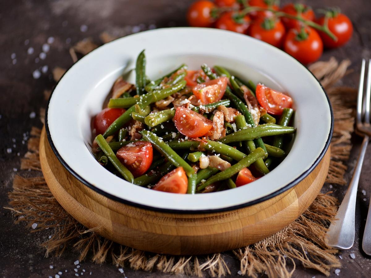 Συνταγή για ελαφριά σαλάτα με φασολάκια και ντομάτα
