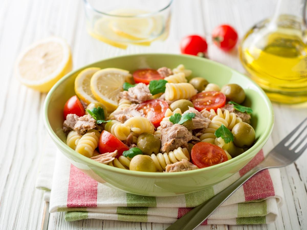 Συνταγή για σαλάτα με τόνο και ζυμαρικά