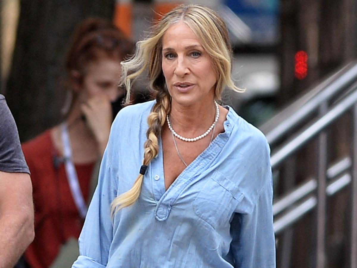 Μόνο η Sarah Jessica Parker θα συνδύαζε έτσι το γαλάζιο πουκάμισο