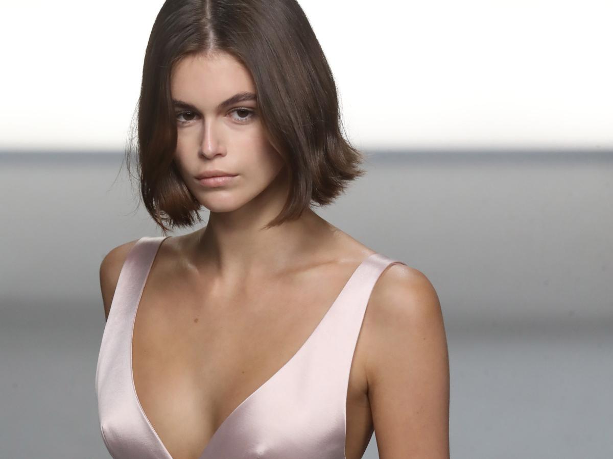 Ζηλέψαμε το τέλειο φόρεμα που φωτογραφήθηκε η Kaia Gerber
