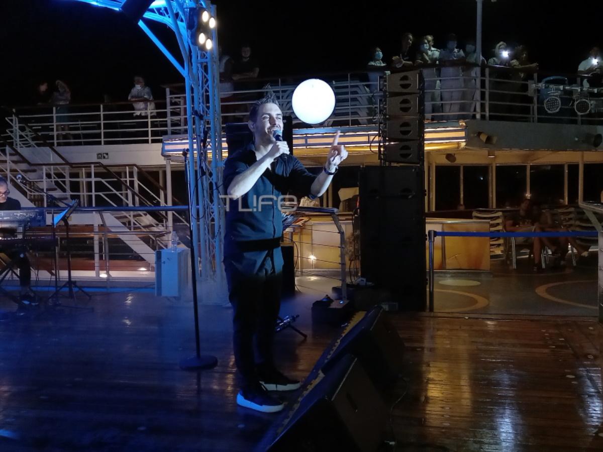 Μιχάλης Χατζηγιάννης: Αποκλειστικές φωτογραφίες από την εν πλω συναυλία του τραγουδιστή